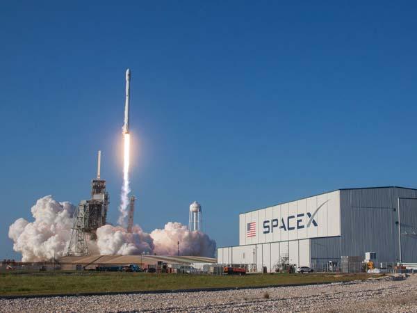 TESLA'S SpaceX RE-LAUNCH ROCKET