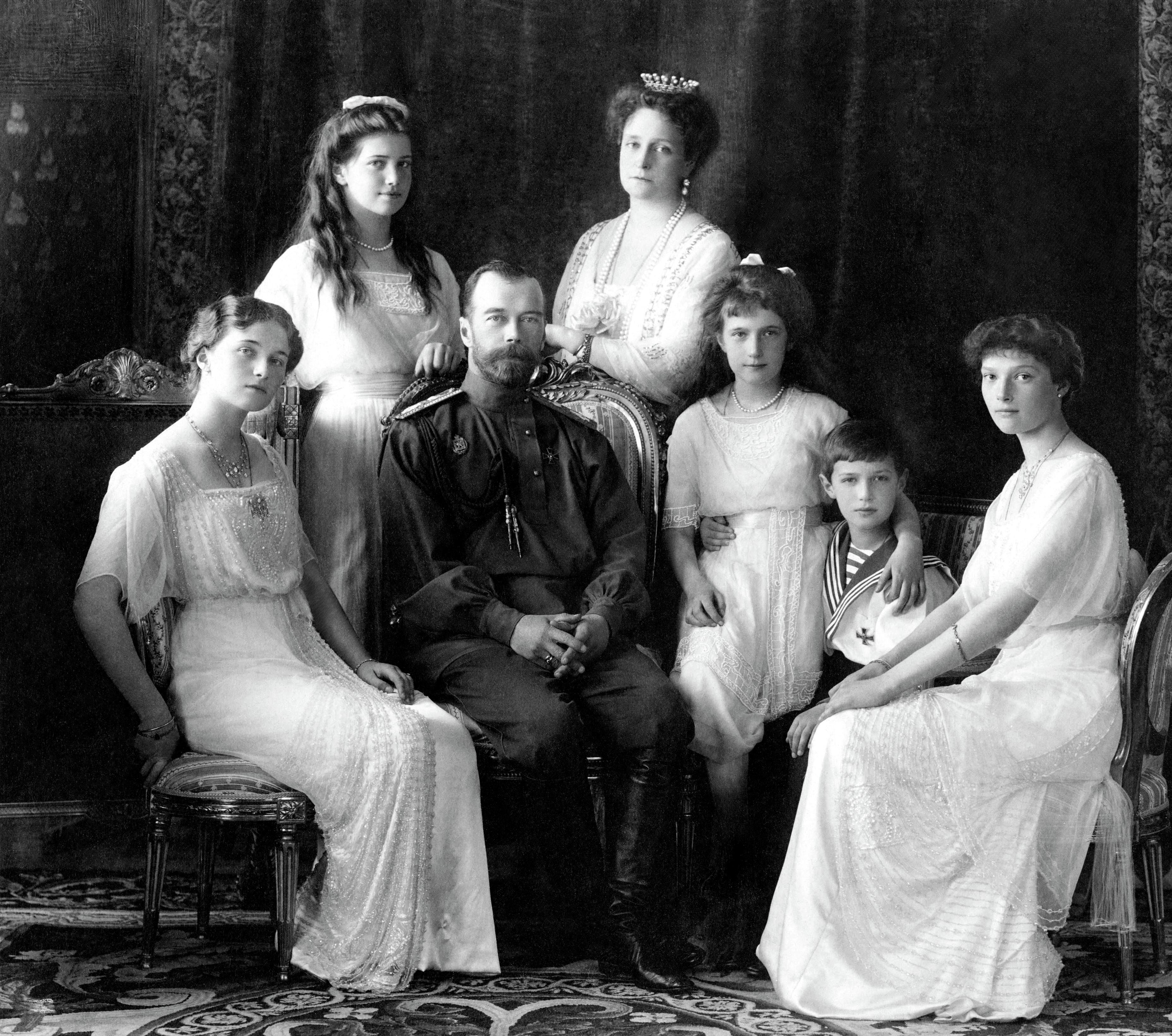ROMANOV FAMILY (1913 PIC., MURDERED 1918, LEFT TO RIGHT-OLGA, MARIA, NICHOLAS II, ALEXANDRA, ANASTASIS, ALEXEI, AND TATIANA)