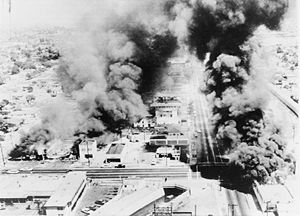 WATTS RIOTS 8.11 TO 8.16 IN 1965. MARQUETTE FRYE, AN AFRICAN-AMERICAN MOTORIST ON PAROLE FOR ROBBERY IS PULLED OVER FOR RECKLESS DRIVING.)